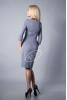 Деловое платье серого цвета с декольте - фото 1