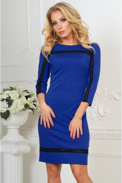 Приталенное платье электрик с оригинальным кружевом