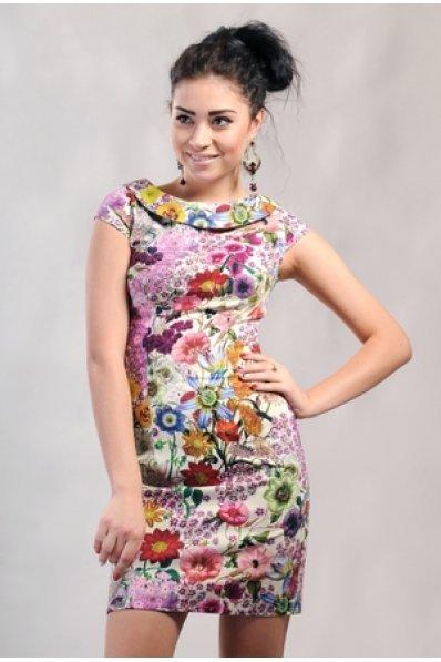 Яркое цветочное платье