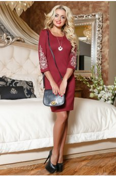 Платье цвета марсала с вышивкой на рукавах