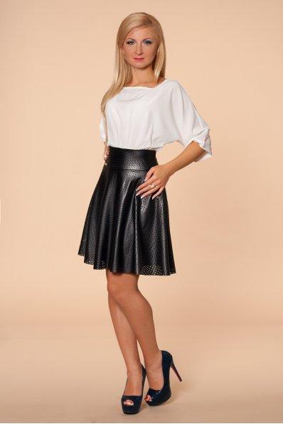 Молочное платье с черной кожаной юбкой