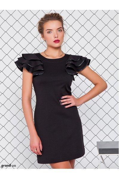 Черное платье с рукавами воланами