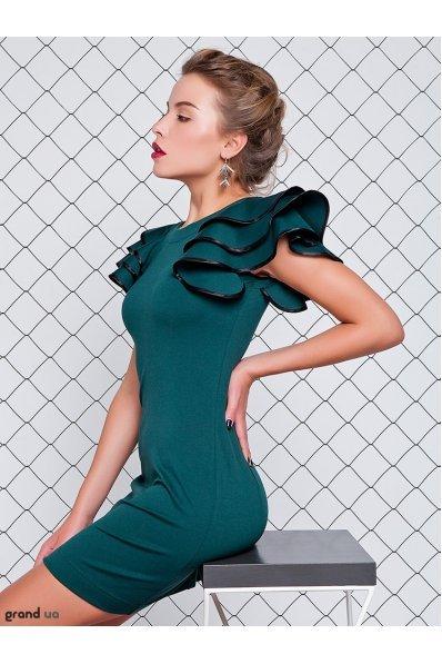 Изумрудное платье с рукавами воланами