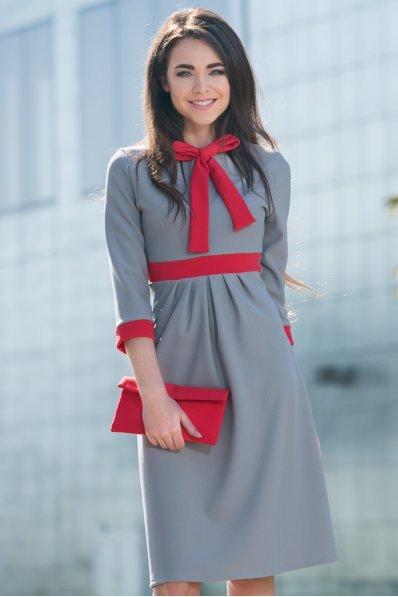 Серое платье с красным бантом