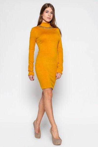 Теплое платье цвета шафран