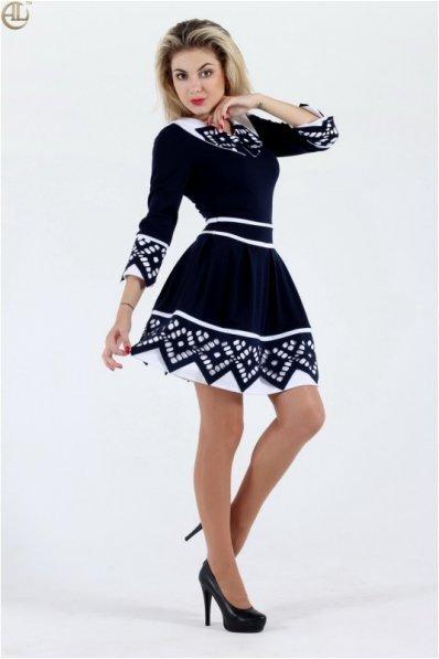 Синее платье с белым воротником