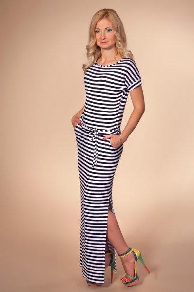 Длинное полосатое платье с поясом