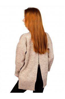 Бежевый свитер с замочком сзади