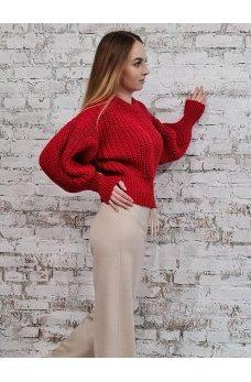 Короткий красный свитер крупной вязки