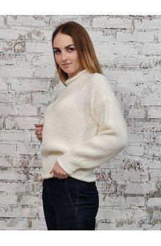 Теплый вязаный свитер молочного цвета