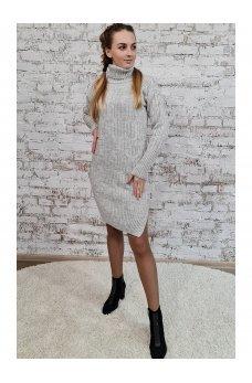 Вязаное платье светло-серого цвета с разрезами по бокам