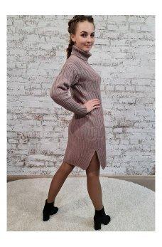 Вязаное платье фрезового цвета с разрезами по бокам