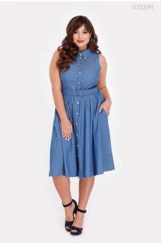 Голубое джинсовое платье на пуговицах