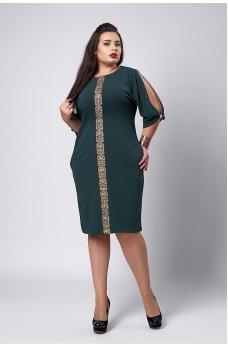Нарядное темно-зеленое платье с золотым орнаментом
