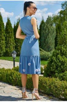 Голубое коттоновое платье с нашивными цветами