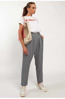 Серые привлекательные брюки с карманами