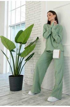 Оливковый замшевый прогулочный костюм
