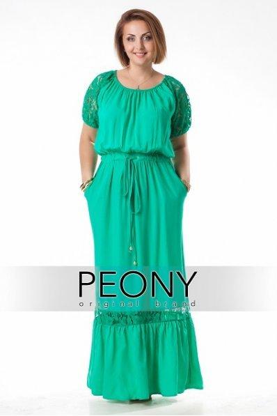 Длинное зеленое летнее платье с кружевом