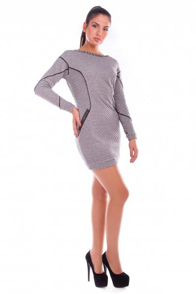 Серое платье с тиснением