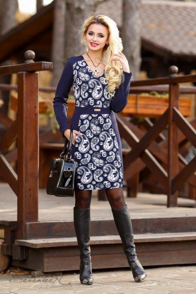 Синее платье с восточным принтом