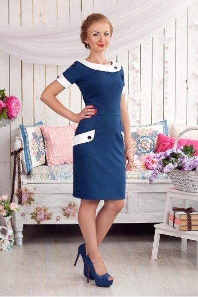 Синее платье с белой отделкой