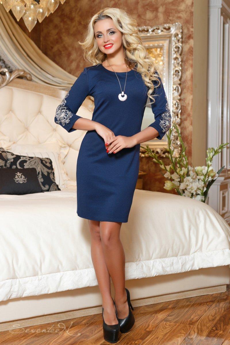 97b26b9586a Темно-синє плаття з вишивкою на рукавах