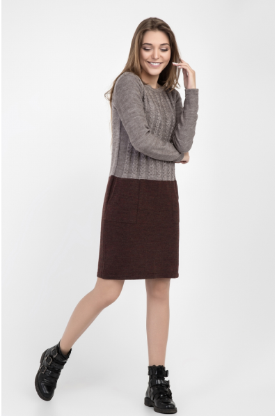 Стильное вязаное платье цвета мокко