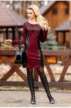 Стильное платье цвета марсала