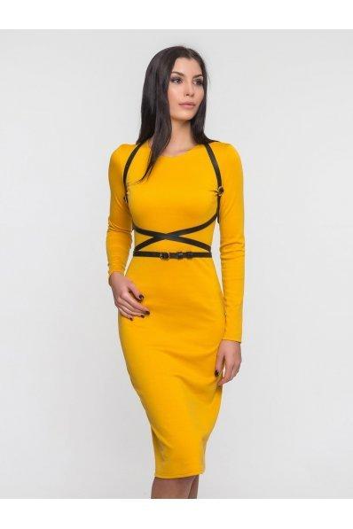 Стильное желтое платье карандаш с портупеей