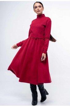 Яркое замшевое платье с пышной юбкой