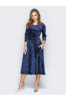 Нежное велюровое платье глубокого синего цвета