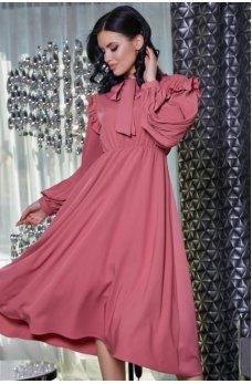 Женственное розовое платье с воротником аскот