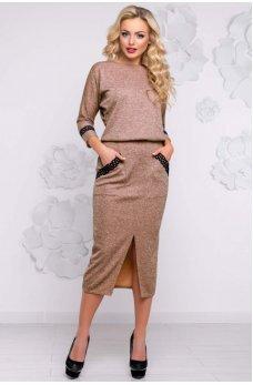 Карамельное платье миди с вырезом спереди