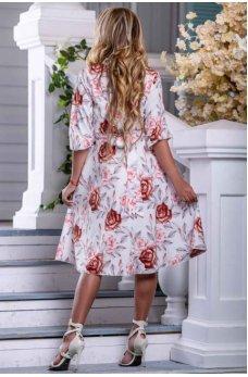 Молодежное летнее платье молочного цвета с цветочным принтом