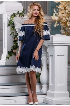 Изысканное платье темно-синего цвета с кружевом