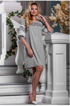 Изящное платье светло-серого цвета с кружевом