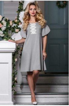 Элегантное летнее платье светло-серого цвета