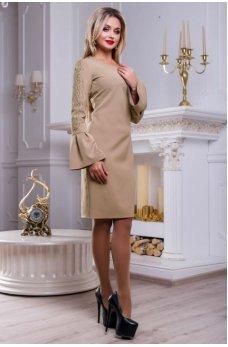 Бежевое платье с рукавами-воланами и вышивкой