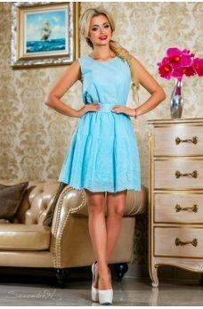 Легкое яркое платье голубого цвета