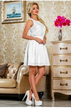Легкое яркое платье белого цвета