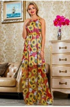 Длинное легкое платье красного цвета с ярким цветочным принтом