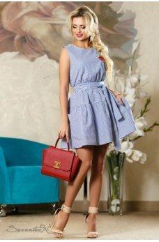 Молодежное короткое платье в бело-синюю полоску