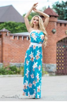 Нежное длинное платье голубого цвета