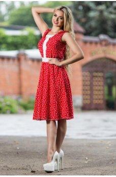 Скромное летнее платье в красном оттенке