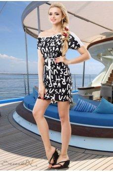 Яркое черное платье со стильным принтом