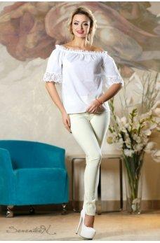 Белая легкая блуза с открытыми плечами