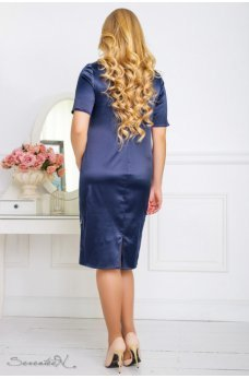 Атласное платье темно-синего цвета с вышивкой по низу