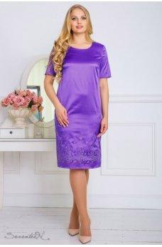 Атласное фиолетовое платье с вышивкой по низу