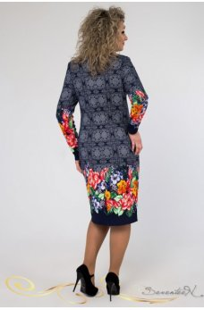 Темно-синее платье с ярким коралловым принтом