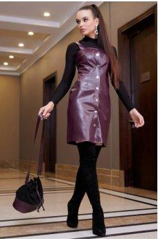 Офисное платье-сарафан марсалового цвета с эко-кожи